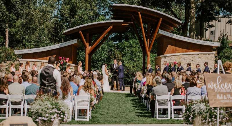Wedding in Matthew Schmidt Garden PC: Alli Martins Photography