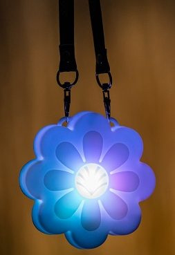 lit up glowing daisy necklace